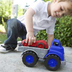 Green Toys vrachtauto met raceauto kind