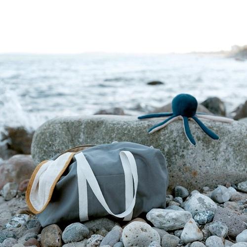 Fabelab octopus rammelaar strand 2