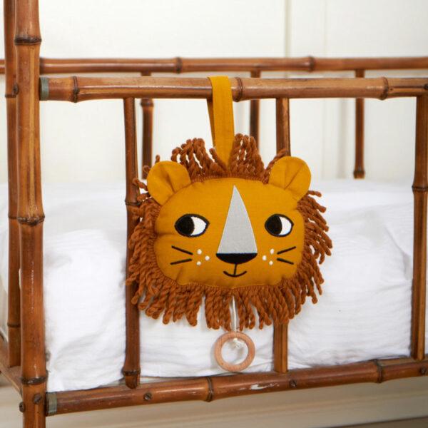 roommate-muziekmobiel-leeuw-2