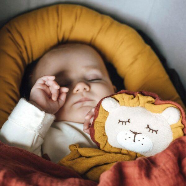 Kikadu Towel doll leeuw klein